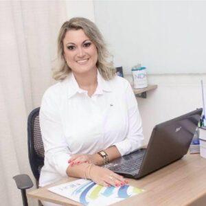 Maíra A. Andrade Psicóloga - CRP 05/32352 Diretora e Responsável técnica do NIDH Colaboradora na Comissão especial de Psicologia Organizacional e do Trabalho no CRP/RJ